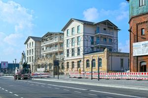 Die städtische Wohnungsgesellschaft GEWOG und die Stadt Bad Salzungen gestalten das gesamte Bahnhofsareal neu. Rechts ist der historische Wasserturm zu sehen.