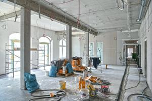 Noch im Herbst 2020 sollen die Gebäude am Bahnhof in frischem Glanz erstrahlen und einzugsbereit sein.