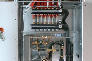 Die dezentralen Wohnungsstationen von KaMo haben den Vorteil, dass das Trinkwasser prompt und bedarfsgerecht erwärmt wird. Die Temperaturen – und damit auch die Betriebskosten – sind niedriger als bei zentralen Systemen.