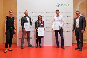 Verleihung der DGNB Sustainability Challenge 2020 (v.l.n.r.): Dr. Christine Lemaitre, Geschäftsführender Vorstand DGNB e.V., Alexander Buff (interpanel/Kategorie Innovation), Andrea Klinge (RE<sup>4</sup>/Kategorie Forschung), Volker Stockinger (Energie Plus Concept GmbH/Kategorie Start-up), Johannes Kreißig, Geschäftsführender Vorstand DGNB e.V.