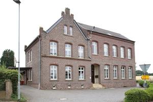 Die Holzbalkendecken dieses ehemaligen Schulgebäudes wurden mit einem Fußbodenheizung-Klicksystem ausgestattet.