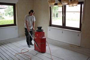 """<irspacing style=""""letter-spacing: -0.01em;"""">Auch das Einfräsen ist eine mögliche Variante, um im Bestand nachträglich eine Fußbodenheizung zu installieren. </irspacing>"""