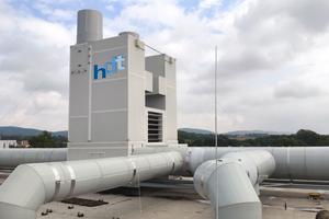 Lüftungsanlage mit Energierückgewinnung auf dem Dach des Beschichtungswerks