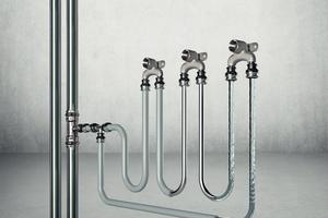 Die technische Sanierung einer kontaminierten Trinkwasseranlage ist die einzige nachhaltige Maßnahme der Ursachenbekämpfung – beispielsweise die Installation von Reihen- (PWH, PWC) und Ringleitungen (nur PWC), um das Stagnationsrisiko deutlich zu verringern.