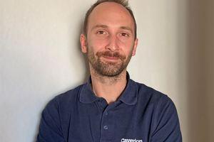 David Gies hat nach zweieinhalb Jahren seine Ausbildung als Elektroniker für Gebäude- und Infrastruktursysteme bei Caverion als bundesweit Bester seines Jahrgangs abgeschlossen.