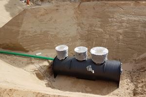 Individuelle Lösung von Kessel: Für den Erdeinbau in 6 m Tiefe konzipierte der Entwässerungsspezialist eine Kompaktanlage, bestehend aus Fettabscheider und Hebeanlage.