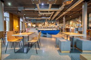 """Das öffentliche Restaurant """"Tibits"""" ist die erste deutsche Filiale des Familienunternehmens aus der Schweiz. Es befindet sich im Erdgeschoss des Gebäudes und hier können auch alle Alnatura-Mitarbeiter essen."""