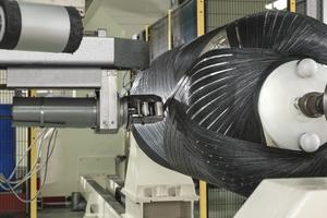 """Ressourcenschonende Fertigung, CO<sub>2</sub>-Fußabdruck: Der Kunststoff-Wärmespeicher """"Thermotank"""" von Roth kommt in der Herstellung mit rund 60% weniger Treibhausgasbelastung pro Behälter als ein vergleichbarer Stahlspeicher aus."""