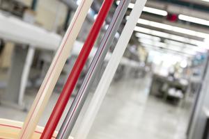 Recycling: Roth verwendet Kunststoffabfälle aus der Produktion der Systemrohre für die Flächenheizung, um andere Kunststoffprodukte wie Zubehörteile im Spritzgussverfahren herzustellen.