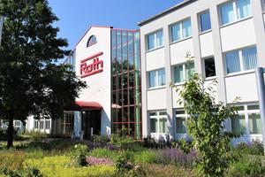 "<irspacing style=""letter-spacing: -0.015em;"">Manfred Roth-Atrium, Hauptsitz des Unternehmens in Daupthetal-Buchenau</irspacing>"