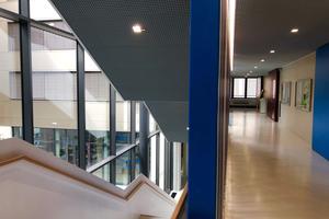 Präsenzmelder integrieren das Tageslicht in die automatische Lichtregelung.