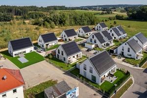 In der Effizienzhaus-Plus-Siedlung in Hügelshart leben die Bewohner im Jahresdurchschnitt bis zu 77 % autark.