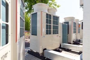 In den Gebäuden des Gesundheitszentrums werden verschiedene Arztpraxen und Fachgeschäfte durch unterschiedliche Geräteserien von Mitsubishi Electric klimatisiert.