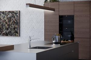 Der topbediente Hebelmischer fügt sich harmonisch in die Küchenarchitektur ein.