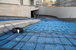 Die elektrische AEG-Rampenheizung, bestehend aus einem vorkonfektionierten Mattensystem, dem Feuchte- und Temperaturfühler und einem Eismelder.