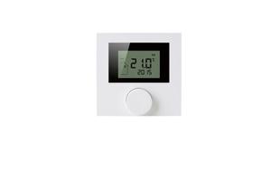 Das Funk-Raumthermostat mit Display zeigt Raumtemperatur, Systemzeit und Betriebszustand. Über verschiedene Menüs sind weitere Modi wie Zeitprogramme, Frostschutz, Kindersicherung oder Partymodus einstellbar.