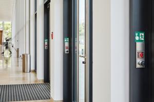 Elektronischer Zylinder als Mechanik-Ersatz: Hier in den Schlüsselschaltern eines Fluchtwegsicherungssystems – und natürlich an den Außentüren.
