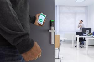 Elektronische Beschläge lassen sich virtuell oder per Funk vernetzen und auch per Smartphone bedienen.