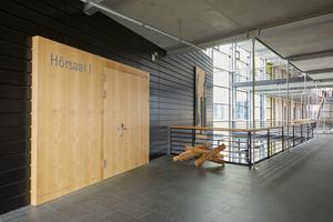Die elektronischen Beschläge fügen sich harmonisch in architektonisch hochwertige Umgebungen ein.