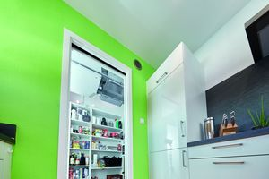 Mit einer kompakten Größe von 670 mm x 268 mm x 770 mm findet das Lüftungsgerät selbst in engster Wohnumgebung seinen Platz, ...