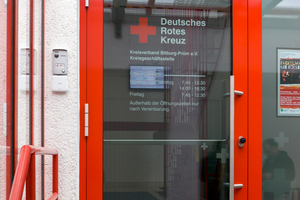 """Online-Wandleser und elektronischer """"Salto Geo""""-Zylinder am Eingang der Kreisgeschäftsstelle des DRK-Kreisverbands Bitburg-Prüm."""