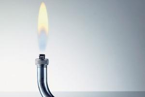 Genau wie bei Erdgas handelt es sich bei Wasserstoff um ein brennbares Gas mit hohem Energiegehalt – nur ohne die CO<sub>2</sub>-Emissionen.