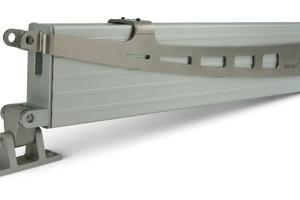 """Die """"Klapparm²""""-Antriebe sind mit Bus-Technologie ausgestattet und lassen sich untereinander in Synchrongruppen sowie zur Fernansteuerung mit RWA-Zentralen und der Gebäudeleittechnik vernetzen."""