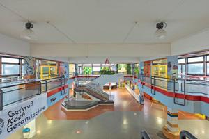 Blick in das bestehende Schulgebäude