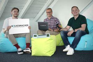 Die Wolkenmacher (v.l.n.r.) Gage Gregus, Geschäftsführer Lars Kohlenberg und Malte Rösch werden künftig Cloud-Technologie, App-Entwicklung und Datenanalyse in der Möhlenhoff Gruppe vorantreiben. Auch externe Partner werden von den ganzheitlichen Lösungen profitieren.