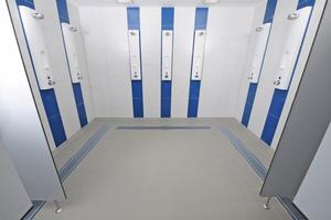 Nach Abschluss der Arbeiten entsprechen die Duschbereiche modernen Standards und bieten den Badegästen ein Höchstmaß an Komfort.