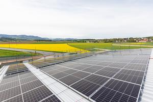 Die Fertigstellung des solarelektrischen Gebäudes macht rasche Fortschritte, wie ein aktuelles Bild aus dem Juni 2021 zeigt.