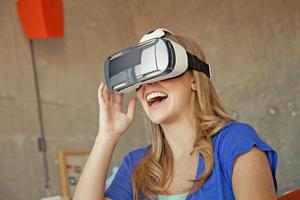 Wird in mobile VR-Brillen ein Android- oder iOS-Smartphone eingelegt, kann der Kunde vorher berechnete 360°-Panoramen dreidimensional betrachten.