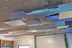 Im Gebäudebestand lässt sich beispielsweise die Lüftungstechnik hinter der abgehängten Decke per AR-Brille visualisieren.
