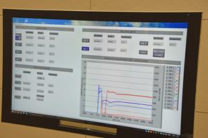 """<div class=""""99 Bildunterschrift"""">oben: Die Ergebnisse der Untersuchungen lassen sich live am Monitor mitverfolgen und zur Weiterverarbeitung speichern.</div>"""