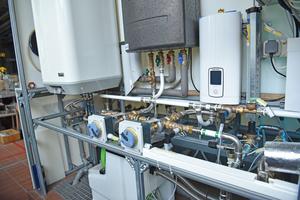 """<div class=""""99 Bildunterschrift"""">Als Versuchsstand bietet der """"Showermaster II"""" ein breites Spektrum an Untersuchungsmöglichkeiten zur praxisnahen Forschung, zum Beispiel im Bereich der Rohrnetzhydraulik.</div>"""
