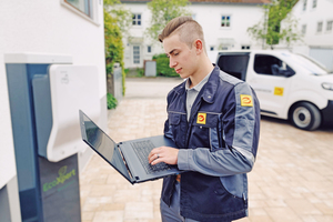 Elektroniker für Gebäudesystemintegration gestalten die digitale Zukunft aktiv mit und liefern Lösungen für nachhaltige und vernetzte Gebäude.