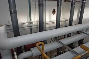 Ein Blick von oben auf die Abgasführung der Anlage.