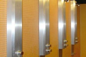 Insgesamt wurden 93 Duschanlagen im Gebäude installiert<br />