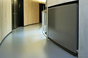 """Der """"Hudevad Plan"""" überzeugt mit besonders kurzer Aufheizzeit durch wasserführende Lamellen und gibt dank der wasserführenden Frontplatte viel Strahlungswärme ab. (Foto: Kampmann GmbH)"""