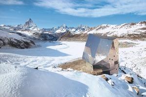 Die Monte-Rosa-Hütte in den Schweizer Alpen bei Zermatt<br />