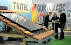 Über 200 Aussteller zeigten ihre Produkten und Dienstleistungen aus den Bereichen Gebäudehülle, regenerative Energien sowie Heizungs- und Anlagentechnik zum energieeffizienten Modernisieren, Sanieren und Bauen (Foto: Solar Promotion GmbH)