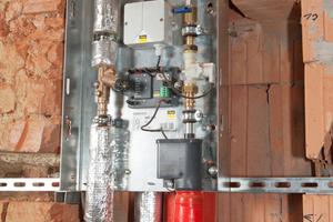 """Die Spülstationen mit """"Viega Hygiene+ Funktion"""" sind etagenweise in die Trinkwasser-Installation integriert und konnten dank kompakter Bauweise komplett ins Mauerwerk eingelassen werden, der Zugang erfolgt später über eine Revisionsklappe<br />"""