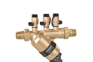 Je nach Anwendungsbereich, gibt es den Systemtrenner Typ BA der Serie 580 von Caleffi in mit einem passend abgestimmten Grundgehäuse.<br /><br /><br /><br />Mit dem Systemtrenner Typ BA der Serie 580 hat die Caleffi eine universell einsetzbare Sicherungsarmatur in ihr Programm aufgenommen. Sie gibt es in drei Varianten, u.a. als fest installierte Sicherheitseinrichtung in Trinkwassernetzen.