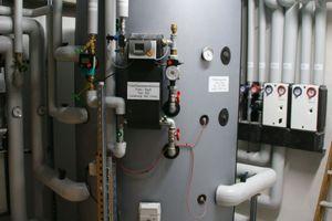 Ein 1500 l fassender Pufferspeicher<br />stellt auch kurzfristig größere Warmwassermengen zur Verfügung.