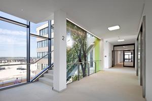 Blick ins offen gestaltete Treppenhaus