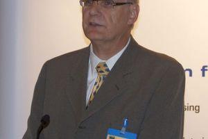 Anton Wohlgemuth vom Branchenzertifizierer DVGW CERT GmbH erläuterte den Forumsteilnehmern die Grundlagen der Konformitätsbewertung durch eine akkreditierte und unabhängige Zertifizierungsstelle