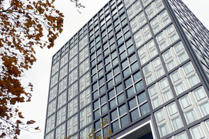 Im November 2010 zog die Deutsche Börse von ihrem bisherigen Standort in der Finanzmetropole Frankfurt am Main in den Vorort Eschborn um.