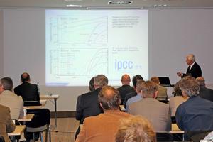 Dr. Ralf Herzog (rechts), Geschäftsführer des ILK, sowie der Hauptbereichsleiter des u.g. Bereiches, Dr. Olaf Hempel, auf dem 7. Dresdner Kolloquium der Kältetechnik 2015