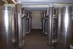 Pufferspeicher in der Heizzentrale mit 6 x 2000 l Fassungsvermögen<br />