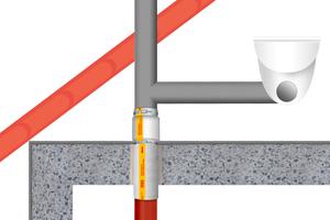 """Oberhalb und unter der Decke: """"BSM-GuKu""""-Set und """"BSM-GuKu"""" ermöglichen den seitlichen Anschluss von Kunststoff-Abwasserleitungen in verschiedenen Varianten."""